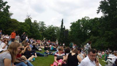 ワルシャワワジェンキ公園ショパンピアノコンサート行き方