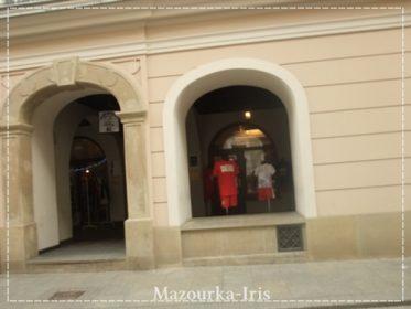 クラクフ旧市街観光お土産ヴァヴェル城教会ザコパネ行き方