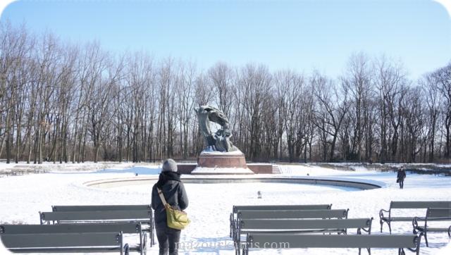ポーランド観光個人ガイドワジェンキ公園ショパン像